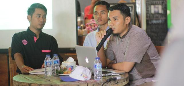 """Konferensi Pers """"Survei Menuju Dua Tahun Kepemimpinan Husni-Mo"""" di OASE Sumbawa"""